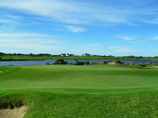 St Francis Links: Another scenic green, one of many