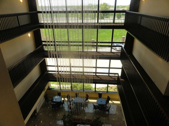 Drury Inn & Suites Champaign: Atrium area