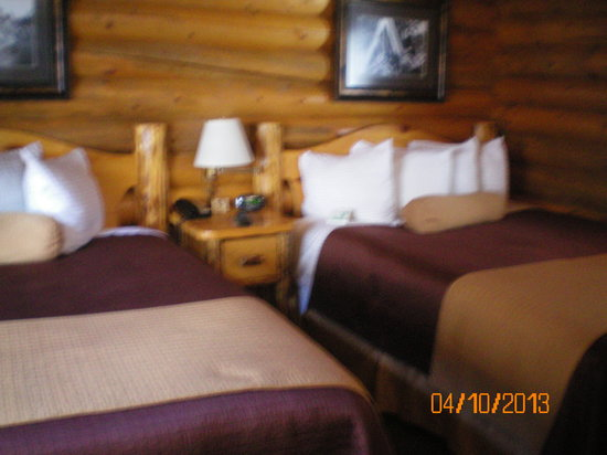 Elk Country Inn: two queens