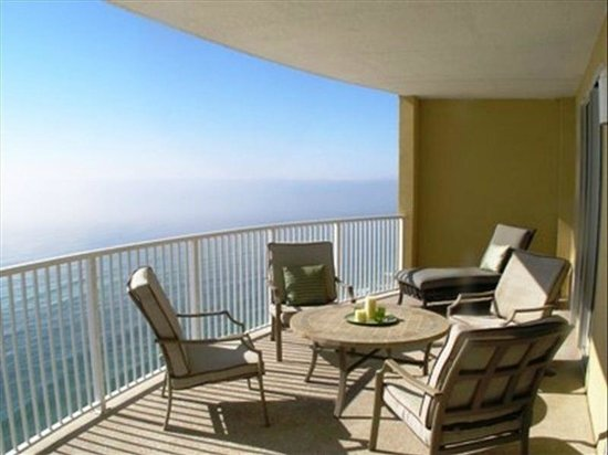 Emerald Isle Resort and Condominiums: Balcony- nice furniture