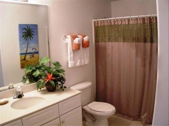 Emerald Isle Resort and Condominiums: 2nd bathroom