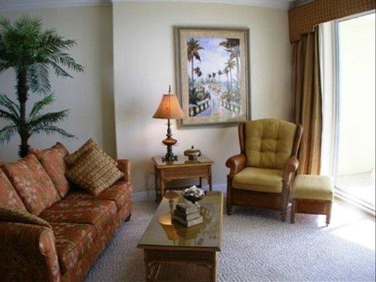 Emerald Isle Resort and Condominiums : living area