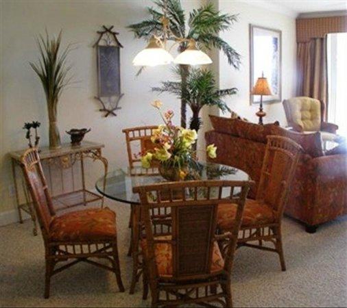 Emerald Isle Resort and Condominiums : dining area