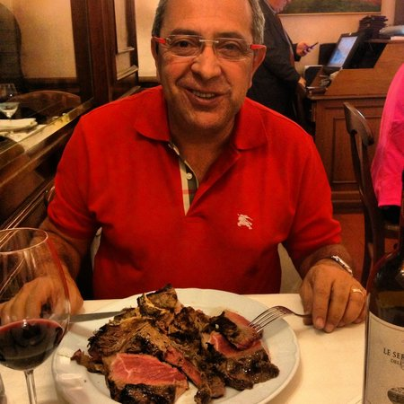 Girarrosto Fiorentino : My dad enjoying the bisteca stake