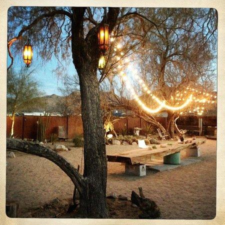 Mojave Sands: Courtyard area at dusk