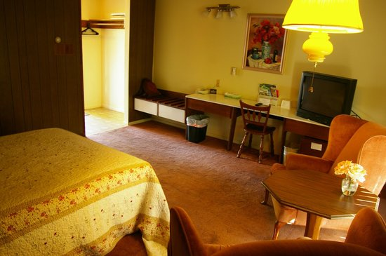 Grayhaven Motel: Rustic, but spacious, and well-appointed