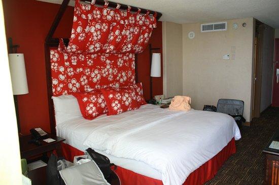 Aston Waikiki Beach Hotel: Our room