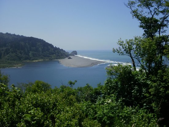 Klamath River: mouth of the river flowing into the sea