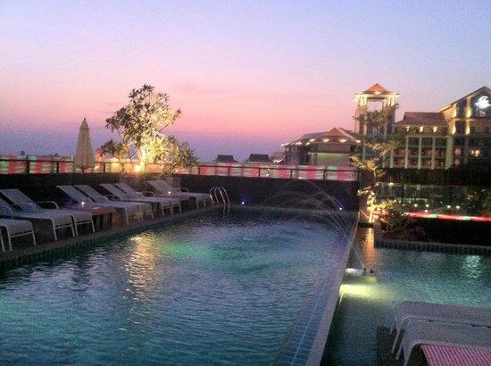 Rashmi's Plaza Hotel : Rooftop Pool
