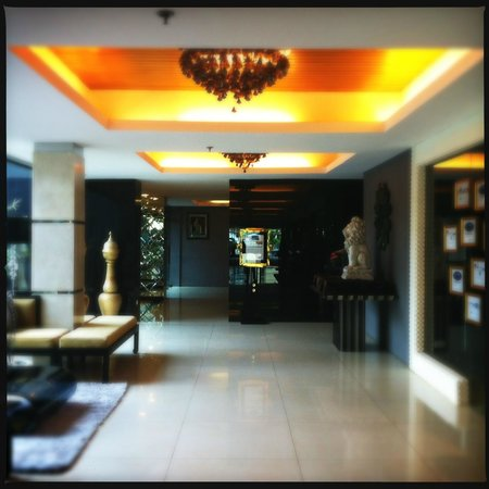 Rashmi's Plaza Hotel: Lobby