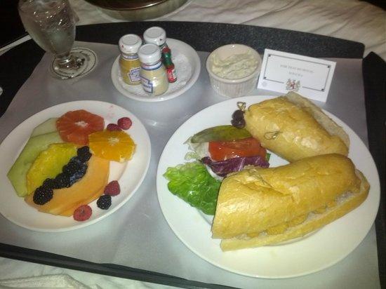 Hotel Monteleone: room service