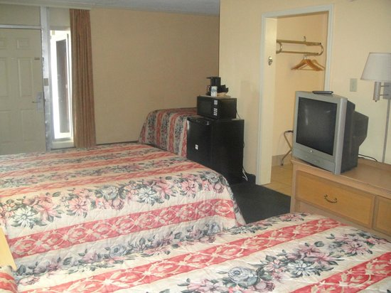 Budget Inn Conway: 3 Queen Beds