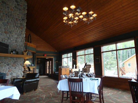 The Pines Restaurant: dinning room