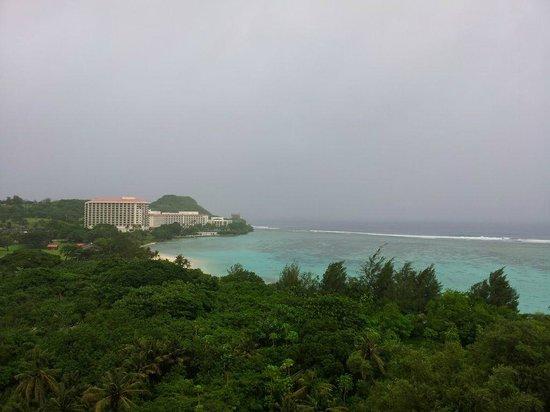 Pacific Islands Club Guam: 룸에서 바라본 비치