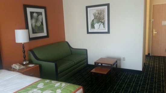 Fairfield Inn Manhattan : Comfy place to relax in the room