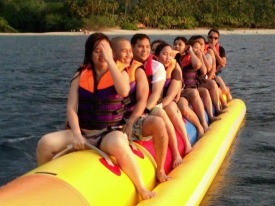 Tamaraw Beach Resort: banana boat ride