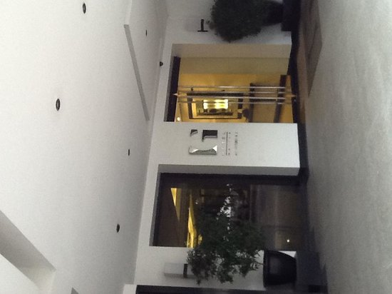 G Hotel Manila by Waterfront: Front entrance