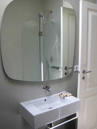 The White Box House : Bathroom