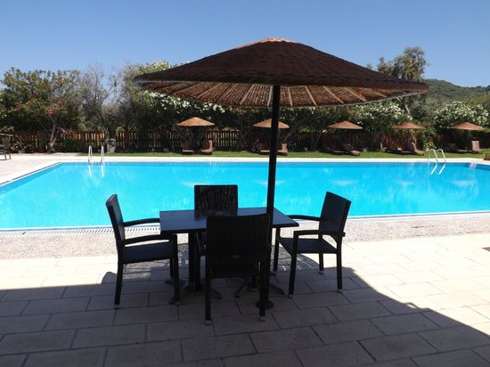 Vallian Village Hotel: Drinks by the pool