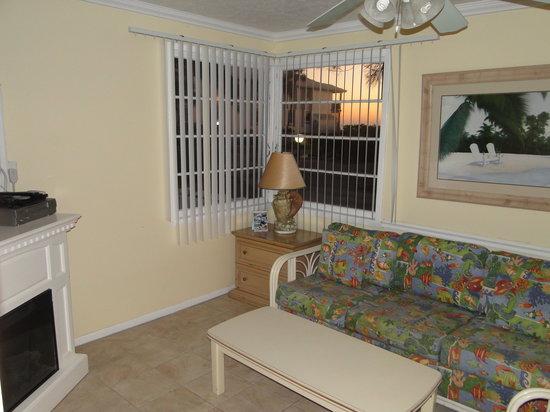 Tropical Breeze Beach Club: Living room 22