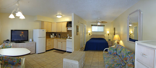White Sands Beach Resort: Studio apartments #9 and  #9a
