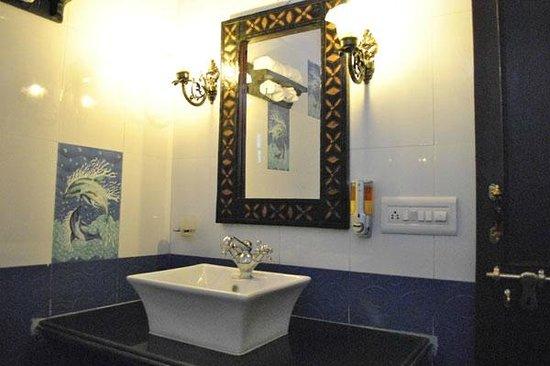 Kishore Bagh Palace: Bathroom