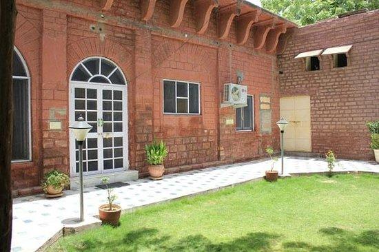Kishore Bagh Palace: Hotel Exterior