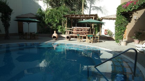 Casa Andina Standard Nasca: Lovely pool area, warm water too.