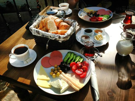 Kemerhan Cave Suites: Great Breakfast Selection