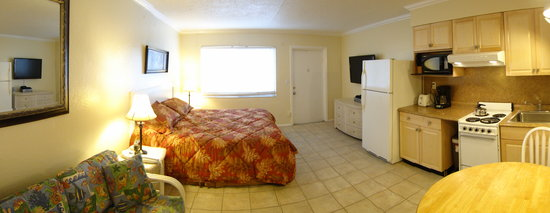 Tropical Breeze Beach Club: Motel rooms kitchen 24,25,26, and 27