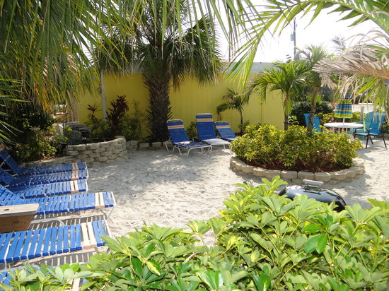 Tropical Breeze Beach Club : Tropical Breeze court yard