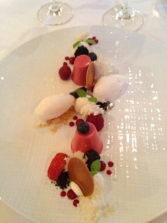 Landhuishotel & Restaurant De Bloemenbeek: this desert was Amazing!!