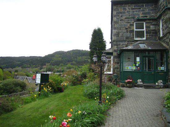 Coed-y-Fron Guest House: Entrance