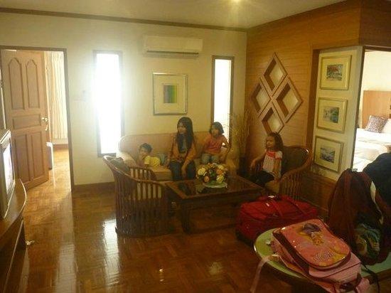 Khum Phucome Hotel: Living area