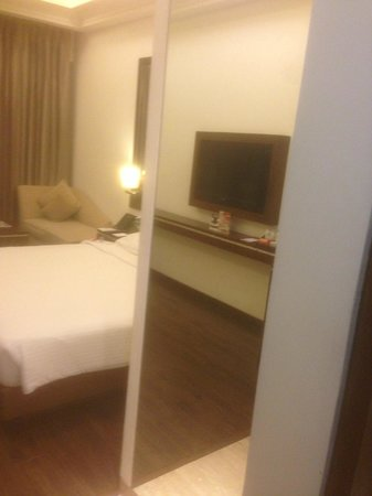 Ramada Gurgaon Central: Room