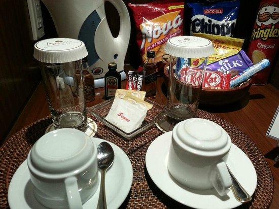 Amigo Terrace Hotel: Minibar