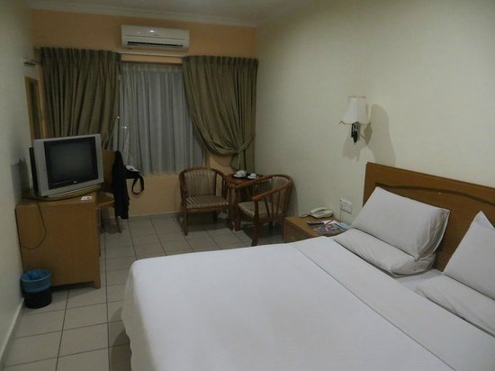 Megah D'Aru Hotel: Surprisingly spacious with cable TV