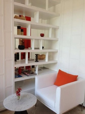 Anantara Baan Rajprasong Serviced Suites: The upgraded lobby area#1