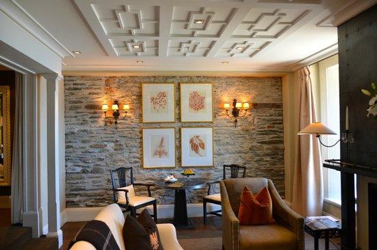 Eichardt's Private Hotel: Living suite.