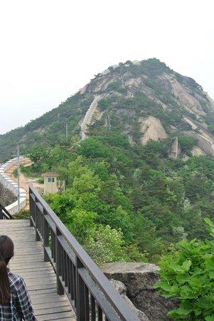 Inwangsan Mountain: half way..