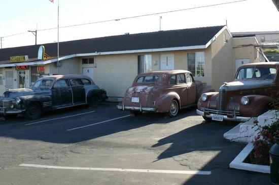 Route 66 Motel: quelques voitures d'époque de la 66 (8 au total)