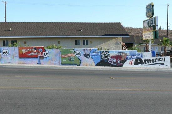 Route 66 Motel: le mur de façade comprend les 7 états de la route 66