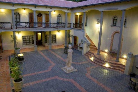 Three Rivers Lodge & Villa Anna Sophia: Piazza