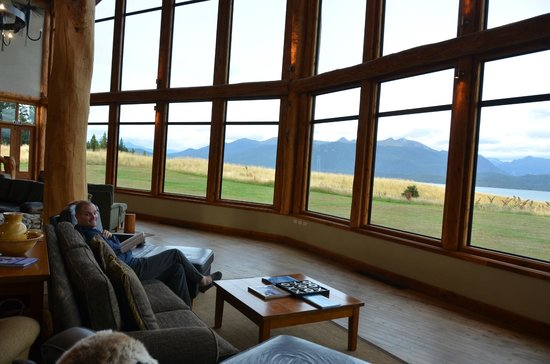 Fiordland Lodge: Another view from the lobby sitting area.