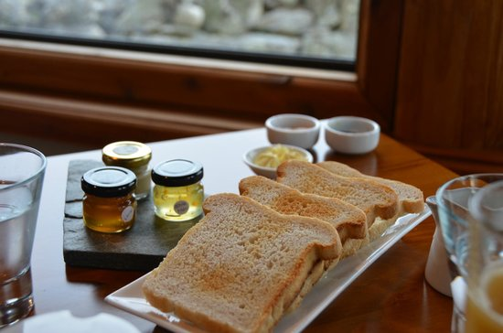 Fiordland Lodge: One of the gourmet selections prepared fresh daily.  Fresh jams and honey.  Yum!