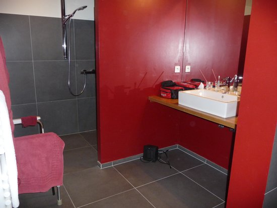 Le Crot Foulot : Badkamer zonder drempels en/of douchebak.