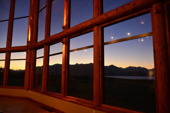 Fiordland Lodge : Night view from the lobby sitting area.