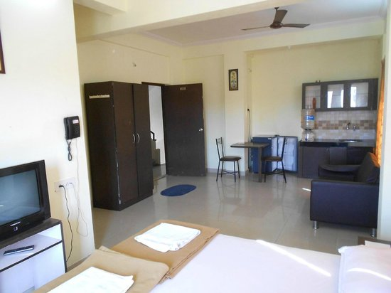 Sorrento Services: studio entrance,kitchen,and living space