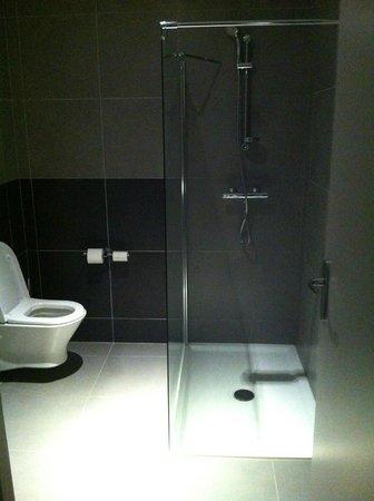 Hotel du Moulin: Douche à l'italienne