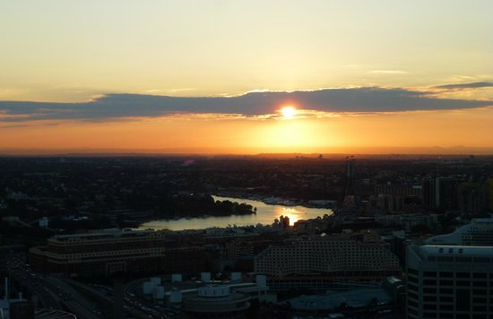 Meriton Serviced Apartments Pitt Street: Sunset from our apartment